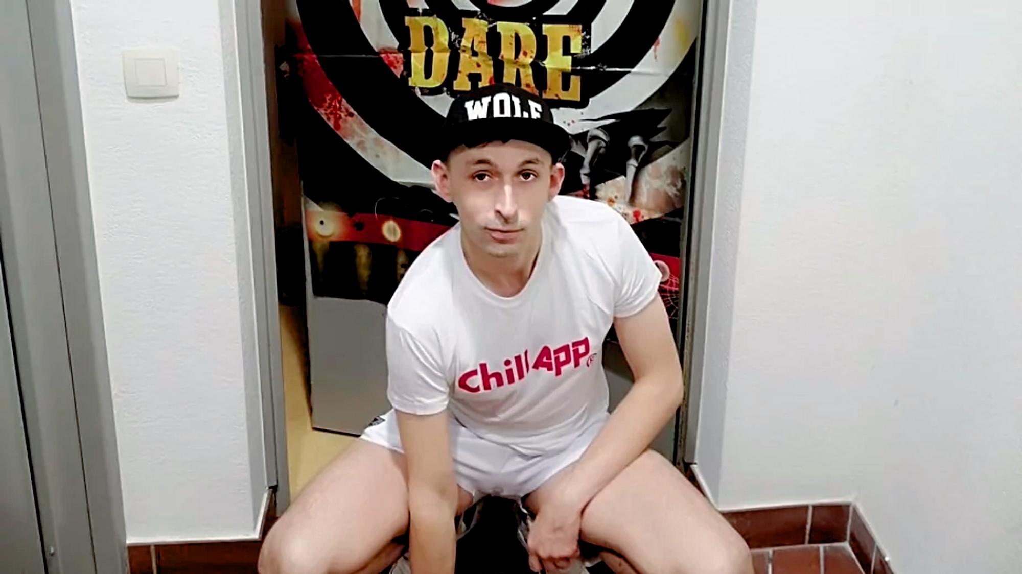 Egyre zavarosabb, magának is ellentmondó nyilatkozatokat tesz a brüsszeli szexparti szervezője!