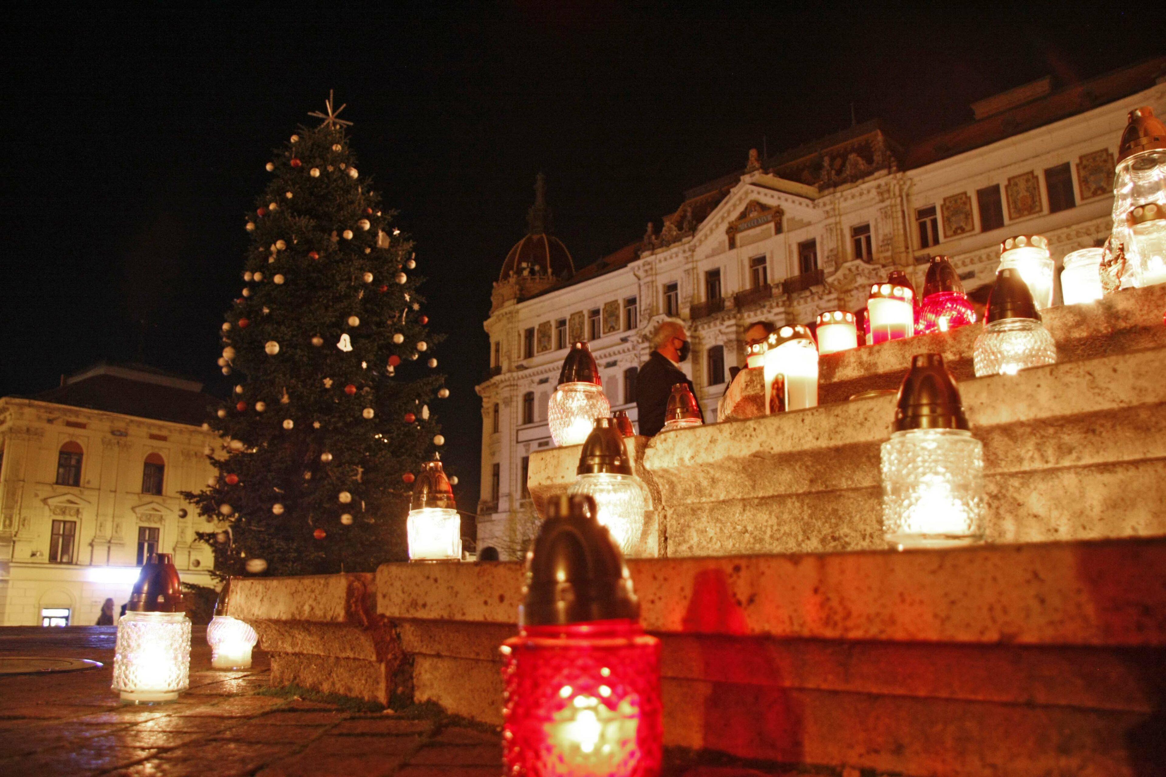 Ünnepi fényeket vittek a pécsiek a Mindenki Karácsonyfája alá! | Pécs Aktuál